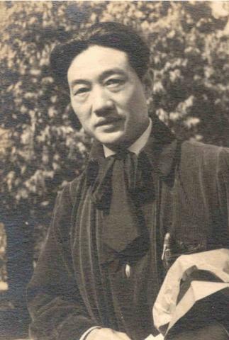 Chinese artist Ju Peon (1895-1953) in Santiniketan: 1939