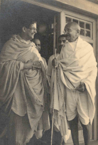 Gandhiji being received by teachers at Santiniketan 1940