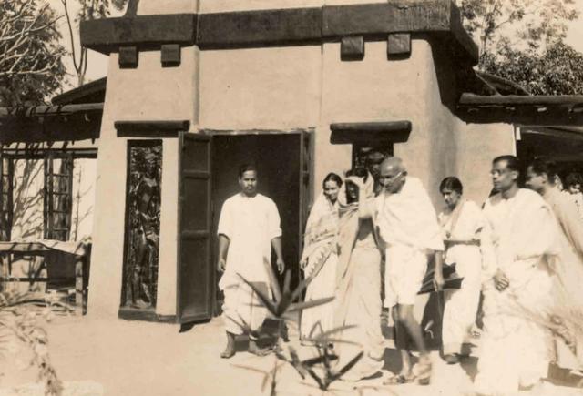 Gandhiji in Santiniketan: 1940