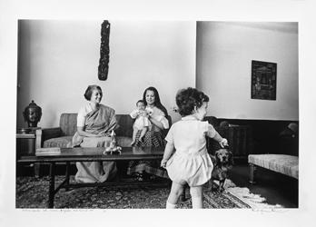 MRS GANDHI WITH SONIA, PRIYANKA & RAHUL